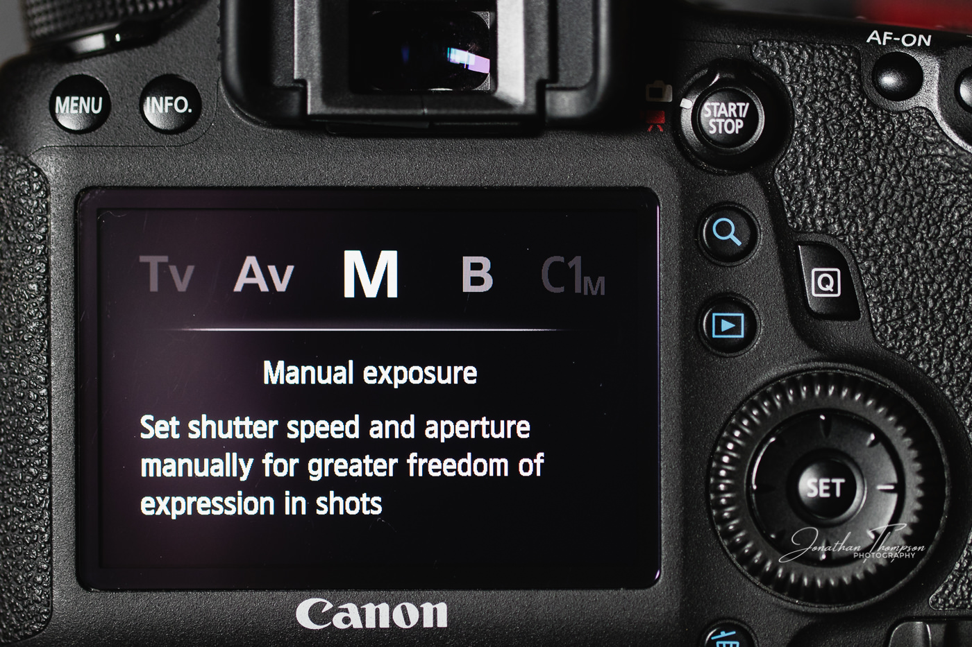 Canon DSLR rear screen displaying Manual camera mode