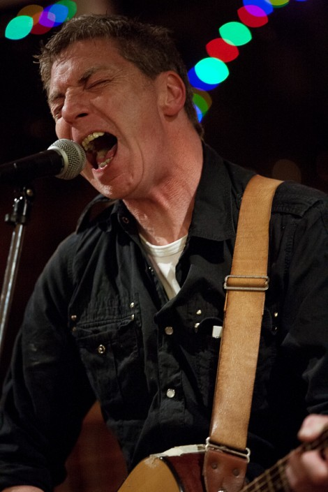 Graeme Reece, singer, performing live